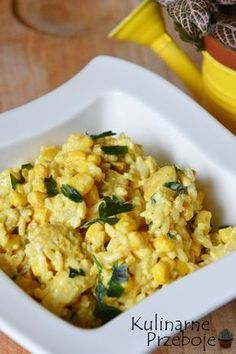 Sałatka ryżowa z curry i kurczakiem – czyli pyszna i łatwa w wykonaniu żółta sałatka :) Idealna na imprezę, czy jako drugie śniadanie do pracy. Sałatka ryżowa z curry i kurczakiem – Składniki: 150g ryżu 1 duży filet piersi z kurczaka (ok. 300g) 1 puszka kukurydzy (220g po odsączeniu) 1 puszka ananasów w plastrach (340g […] Salad Recipes, Vegan Recipes, Snack Recipes, Snacks, Clean Eating, Healthy Eating, Food Inspiration, Italian Recipes, Meal Prep