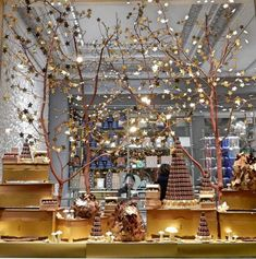 escaparates-de-navidad-journey-in-dreams Christmas 2019, Xmas, Christmas Tree, Christmas Projects, Ideas Para, Table Decorations, Halloween, Holiday Decor, Diy