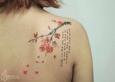 Une sélection des jolis tatouages de l'artiste coréenne Aro Tattoo, qui réalise de magnifiques compositions florales rappelant la technique de l'aquarelle.