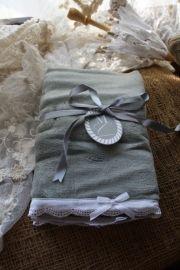 """heerlijk zacht handdoekje met kanten rand """"Warm grey"""""""