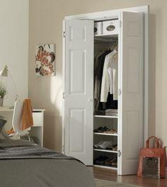portes de placard pliantes, une armoire dressing blanche