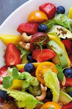Farverig jordbærsalat | SØNDAG
