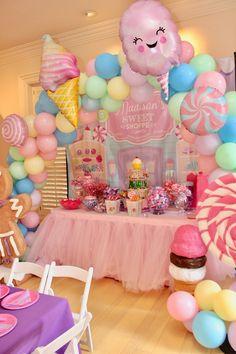 Whimsical Candyland Birthday Party - Pretty My Party - Party Ideas Candy Theme Birthday Party, Birthday Party Desserts, Birthday Party Centerpieces, Birthday Party Tables, 6th Birthday Parties, Candy Party, Birthday Backdrop, Candy Theme Centerpieces, Kids Birthday Decorations
