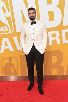 Drake Photos - Drake attends the 2017 NBA Awards live on TNT on June 26, 2017 in New York, New York. 27111_003 - 2017 NBA Awards Live On TNT - Arrivals