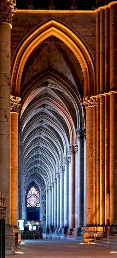 Catedral Notre Dame de Reims, nave lateral esquerda. Raims, FRANCE