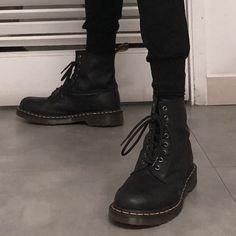 Estilo Tomboy, Vetement Fashion, Estilo Fashion, Madame, Doc Martens, Look Cool, Combat Boots, Kicks, Footwear
