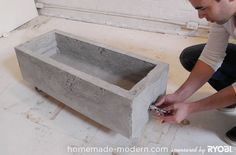 HomeMade Modern DIY Concrete Planter Or pet water trough. Diy Concrete Planters, Concrete Cement, Concrete Furniture, Concrete Garden, Diy Planters, Planter Boxes, Cement Art, Concrete Crafts, Homemade Modern
