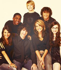 Zoey 101 <3 i'll NEVER forgive Jamie Lynn Spears for getting pregnant & ruining the show :((
