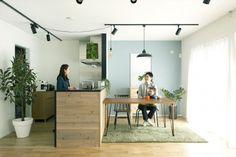 カフェが併設されたおしゃれな来店型ショップ『リノベーション会社 howzlife 』の魅力