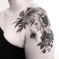 ute #sunflower #tattoo complete with #bumblebee done @parliamenttattoo #london #sunflowertattoo #floraltattoo #beetattoo #finelinetattoo