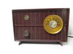 Vintage RCA Victor Tube Radio AM Brown RCA 8-X-51 by GirlPickers