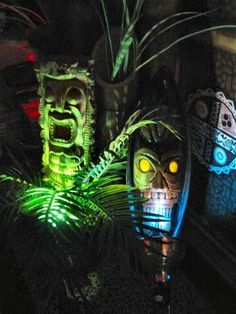 Cool Tiki Garden Tiki Bar Ornament Ideas for Your Home. Knowing what models of home bar design concepts are at home and the stages in their development. The bar is someti. Tiki Art, Tiki Tiki, Holidays Halloween, Halloween Party, Pirate Halloween, Halloween Ideas, Tiki Bar Decor, Tiki Totem, Tiki Lounge