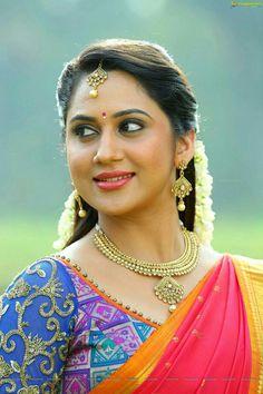 Mia George Cute Saree Stills At Unga Rambabu Cute Beauty, Beauty Full Girl, Beauty Women, Beautiful Girl Indian, Most Beautiful Indian Actress, Beautiful Saree, Beautiful Roses, South Indian Actress Hot, South Actress