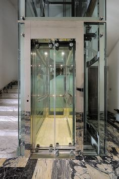 Exterior Glass Lift Or Elevator Is A Nice Way To Get Down
