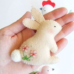 lapin laine poule decoration coudre main rouge blanc