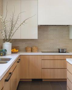 Kitchen by DISC Interiors. #DISCinteriors #modernkitchen #interiordesign #interiordesigner #kitchendesign #contemporarykitchen #losangeles…