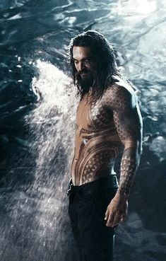 Hey, I don't mind if the oceans rise. Jason Momoa as Arthur Curry/Aquaman in Justice League Jason Momoa Aquaman, Jason Momoa Gif, Jason Moma, Lisa Bonet, Celine Dion, Cute Guys, Gorgeous Men, Marvel Dc, Avan Jogia
