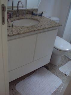 Gabinete para Banheiro em Fórmica Branca sem puxadores, aberturas das gavetas e porta basta um toque.