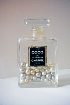Vanity tray - Vintage Chanel perfume bottle filled with faux pearls. I shall do this once my bottle is empty! Great decor idea♥ Diy Crafts How To Make, Fun Crafts, Vanity Decor, Vanity Tray, Diy Vanity, Parfum Chanel, Chanel Decor, Makeup Rooms, Room Accessories
