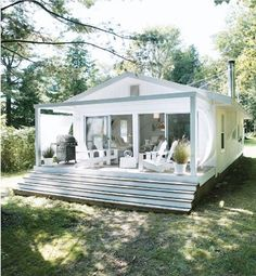 White + Rattan: Photo credit: Angus Fergusson, Canadian House and Home June 2010