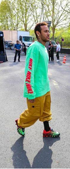 Nike Shox, Neymar Jr, Converse Chuck Taylor, Fashion Brand, Mens Fashion, Moda Blog, Streetwear Fashion, Parachute Pants, Athlete