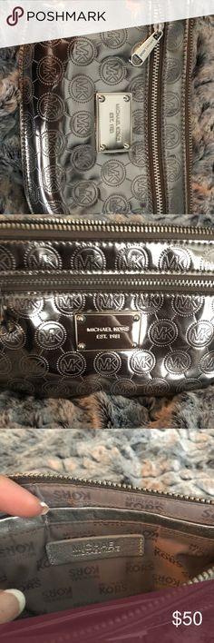 Authentic NWOT Michael Kors wristlet Silver/pewter Michael Kors wristlet NWOT Michael Kors Bags Clutches & Wristlets