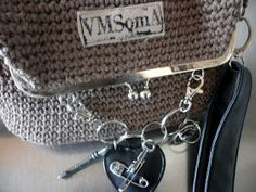 omⒶ KOPPA: virkatut kassit - ohje Monogram, Michael Kors, Crochet, Baskets, Pattern, Bags, Fashion, Handbags, Moda