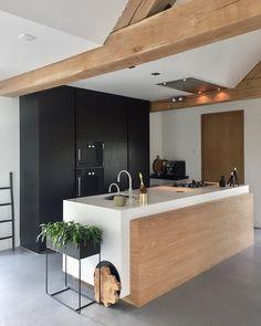 Een lijst vol telefoontjes en mailtjes weggewerkt vandaag en vast wat skikleding op- en uitgezocht. Dan merk je weer hoe hard je kinderen groeien in een jaar... ••••••••••••••••••••••••••••••••••••••• #kitchen #mykitchen #kitchendesign #kitchendetails #interiorstyling #interiordecorating #interior4all #interior125 #interiorinspo #delmittbilde #inspotoyourhome #inspiremeinterior #fermliving #interior_delux #interior_and_living #homeinspiration #scandinavianhomes #scandicinterior #nordichome #myho
