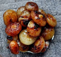 Braised Onions a La Julia Child Braised Cipollini Onions (Photo by Michelle Judd of Taste As You Go) Side Dish Recipes, Vegetable Recipes, Vegetarian Recipes, Cooking Recipes, Healthy Recipes, Chefs, Snacks, Vegetable Side Dishes, Salads
