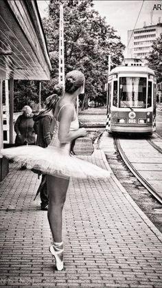 No siempre podemos elegir la música que la #vida nos toca, pero podemos escoger cómo la bailamos