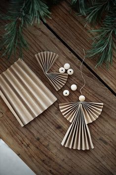 Christmas Mood, Noel Christmas, Merry Little Christmas, Diy Christmas Ornaments, Merry Xmas, Christmas Projects, Holiday Crafts, Origami, Deco Table Noel