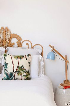 Bedroom design ideas: Enjoy A Picture Perfect Home With This Particular Helpful Interior Design Advice Tropical Bedroom Decor, Tropical Bedrooms, Beach Inspired Bedroom, Home Interior, Interior Design, Simple Interior, Wicker Shelf, Wicker Trunk, Wicker Mirror