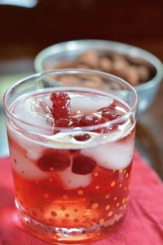Holiday Moscow Mule: Cranberry Ginger Fizz Cranberry juice, ginger beer, and vodka make this Cranberry Ginger Fizz the perfect holiday drink to serve guests this season. Party Drinks, Fun Drinks, Yummy Drinks, Beverages, Vodka Drinks, Drinks Alcohol, Ginger Fizz, Ginger Beer, Ginger Mule