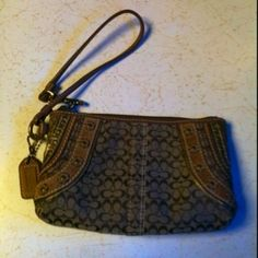 Authentic Coach Wristlet Free Shipping!!