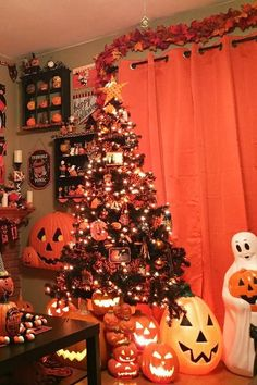 Similar to a traditional Christmas tree, a Halloween tree features things like cobwebs, bats, and fake blood instead of garland and a star on top. Halloween Tree Decorations, Halloween Christmas Tree, Halloween Home Decor, Halloween Season, Halloween House, Halloween 2020, Holidays Halloween, Halloween Crafts, Happy Halloween