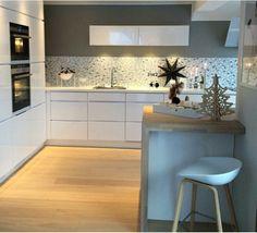 Bar Stools for Kitchen Decor Kitchen On A Budget, Home Decor Kitchen, Country Kitchen, Kitchen Interior, Home Kitchens, Kitchen Dining, Kitchen Island, U Shaped Kitchen, Cuisines Design