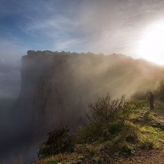 Luce e nebbia sulla Pietra di Bismantova - Instagram by stevemme