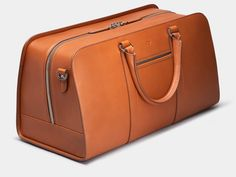 An all-leather weekender that carries the getaway essentials in style. The elegant upright construction ensures the shape remains. Made in Italy with full-grain leather. Mens Overnight Bag, Cute Luggage, Lv Luggage, Travel Luggage, Leather Duffle Bag, Duffle Bags, Weekender Bags, Messenger Bags, Latest Bags