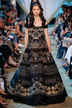 Elie Saab is the renowned name of the fashion industry. The main designer workshop of Elie Saab is located in Lebanon while there is… Haute Couture Style, Couture Week, Couture Mode, Couture Fashion, Runway Fashion, Elie Saab Couture, Star Fashion, Look Fashion, High Fashion