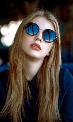 Top 20 Busty Teenage Girls with Sunglasses Wallpapers Beauty Full Girl, Cute Beauty, Beauty Women, New Girl Style, Hollywood Actress Photos, Girl With Sunglasses, Latest Sunglasses, Blue Sunglasses, Stylish Girl Images