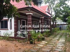 THIS PROPERTY HAS BEEN RENTED AND IS CURRENTLY UNAVAILABLE. PLEASE GO BACK TO OUR HOMEPAGE AND SEARCH FOR OTHER PROPERTIES. A newly build bungalow for rent is situated in Sala Komreuk commune, Siem Reap city center. The property comes with 1 bedroom, a tropical garden, fully furnished and a parking space. The bedroom is quite …