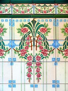 Art Nouveau faiences - Barcelona - Calàbria 137 h | Flickr - Photo Sharing!