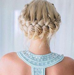 Sie liegen im Trend und sind gleichzeitig echte Styling-Klassiker: Flechtfrisuren für lange Haare. Egal ob Gretchenzopf, Französischer...