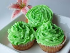 Lime frosted cupcakes http://trylledrik.wordpress.com/2011/08/25/lime-frosted-cupcakes/