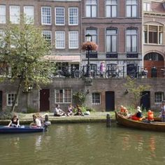 Oudegracht met werven Utrecht