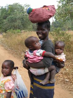 Blanket and babies . Malawi