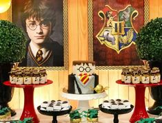 Festa Harry Potter: 70 ideias mágicas e tutoriais para fazer a sua Harry Potter Diy, Harry Potter Fiesta, Harry Potter Birthday Cake, Anniversaire Harry Potter, Holidays And Events, Halloween Party, Movie Night Party, Birthday Parties, Babyshower