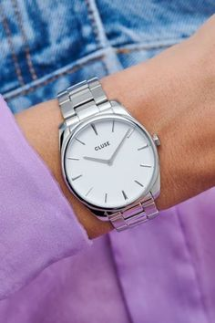 Een CLUSE Féroce horloge is een ware klassieker. Perfect voor een middelgrote pols (36 mm kast).   #cluse #clusewatch #clusehorloge #dameshorloge #horlogedames #juwelierbosmans #aalst #fashion #uurwerk #dames #accessoires #juwelen #elegant #minimalistisch #stijlvol #eenvoud #minimalisme #glamour #verfijning #focus #balans #blikvanger #look #uitstraling #horlogeband #afneembaar #verwisselbaar #kwaliteit #36mm Cluse, Omega Watch, Steel, Watches, Silver, Support, Parfait, Accessories, Jewelry
