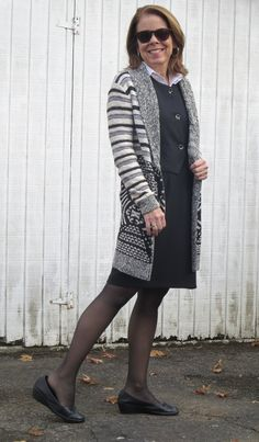 patterned sweater with a white blouse and a black vest, skirt, tight and short boots for work, column dressing with long sweater Steps to Style Course Mature Fashion, Over 50 Womens Fashion, Fashion Tips For Women, Column Dress, Black Vest, Long Sweaters, Old Women, Well Dressed, New Outfits