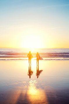 Mon rêve de surf au coucher du soleil dans notre bien-aimé de l'océan mon cher.♡